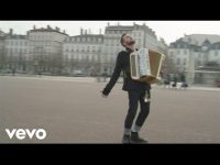 Claudio Capéo – Un homme debout (clip officiel) – YouTube