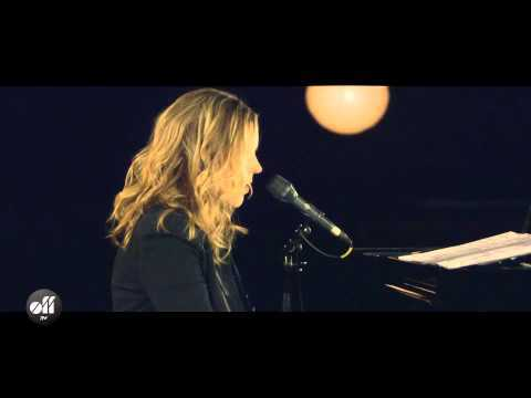 OFF STUDIO – Diana Krall – A Case Of You – YouTube